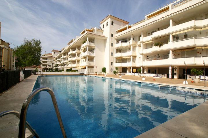 Los nidos alquiler de apartamentos en la costa del sol for Apartamentos alquiler con piscina